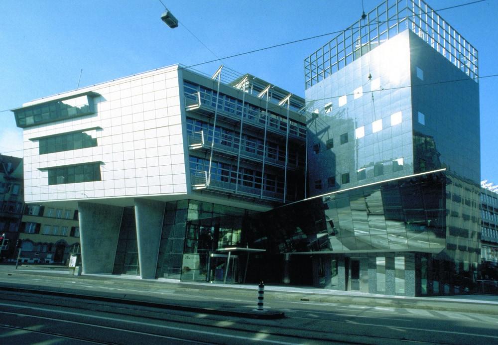 """Figur 2: """"Titanic 2"""" in Bern; in diesem Gebäude fanden die meisten Sitzungen der EKRA statt"""