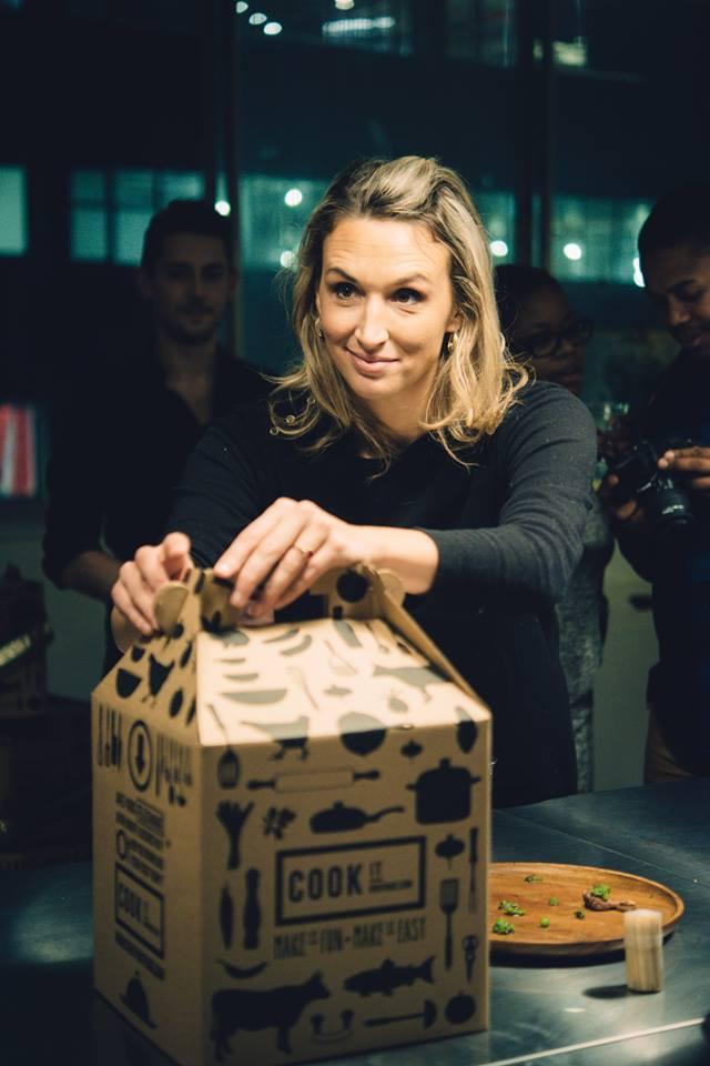 Judith (co-fondatrice) et la boîte