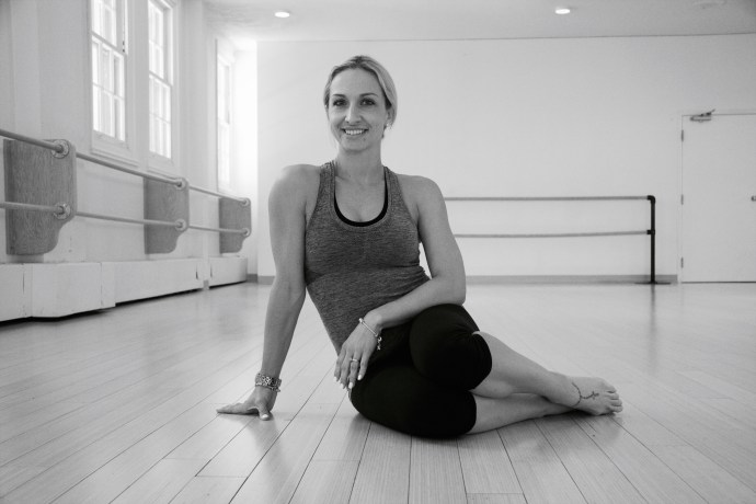 Montreal Fitness Women Train Cory Vines MAA Gym Barre Studio Stretch Fitness Wellness Well-being