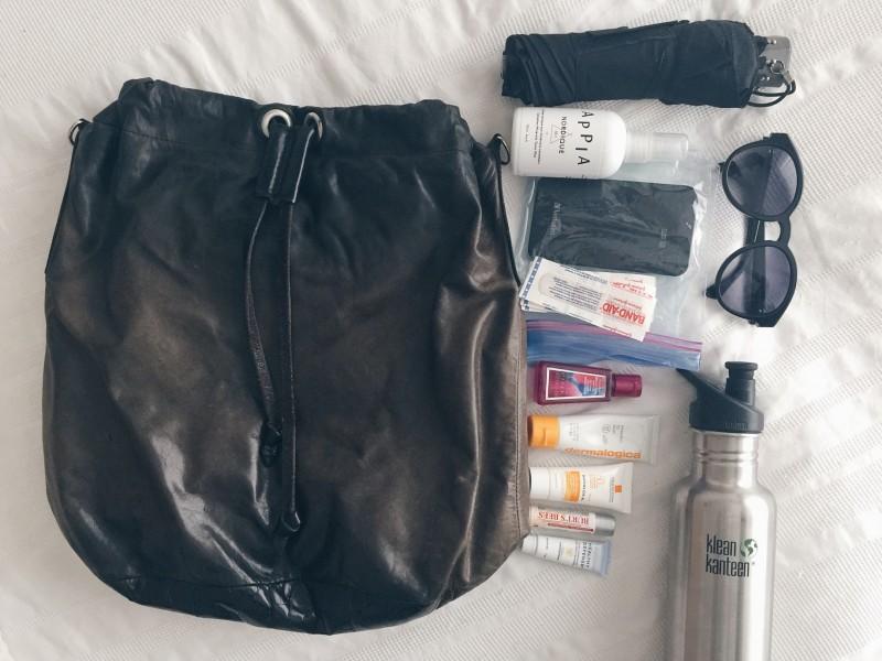 ÎleSoniq kit dermalogica bandaids M0851 Black leather backpack
