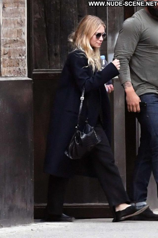 Ashley Olsen No Source Posing Hot Office Beautiful Nyc Celebrity Bus