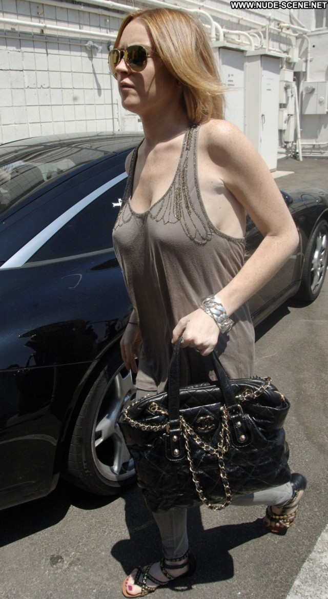 Lindsay Lohan Out And About In La Aug 20 Posing Hot