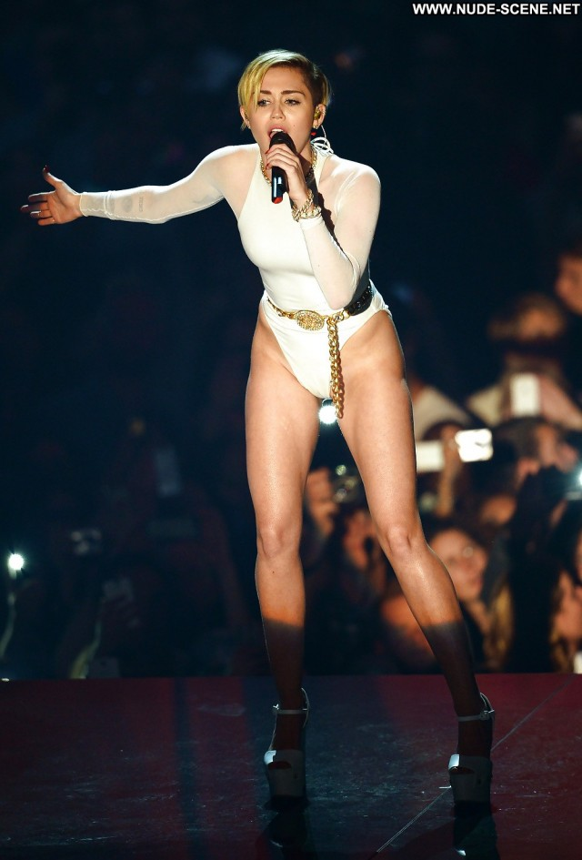 Miley Cyrus Pictures Teen Celebrity Camel Toe Sexy Hot Beautiful
