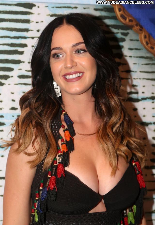 Katy Perry New York Singer Celebrity American New York Posing Hot