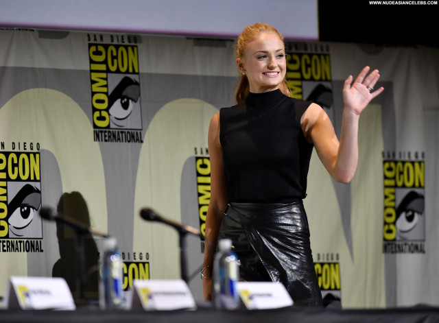 Sophie Turner Game Of Thrones Babe Beautiful Celebrity Posing Hot