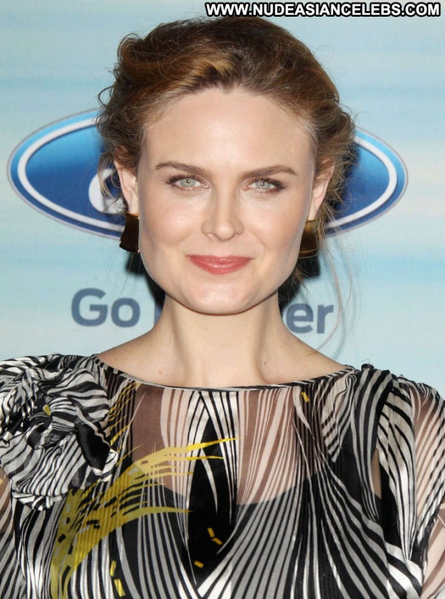 Emily Deschanel Babe Beautiful Celebrity Posing Hot Party Paparazzi