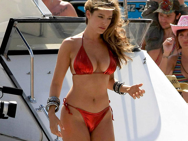 kelly brook cameltoe in bikini