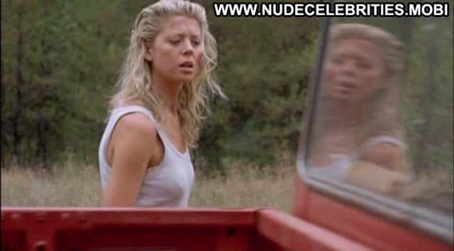 Tara Reid Devil S Pond Nice Wet Babe Celebrity Nude Scene Posing Hot