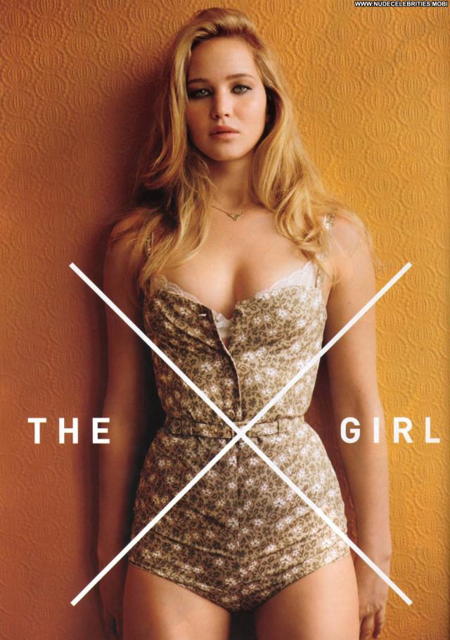 Jennifer Lawrence Gq May 2011 Posing Hot Celebrity
