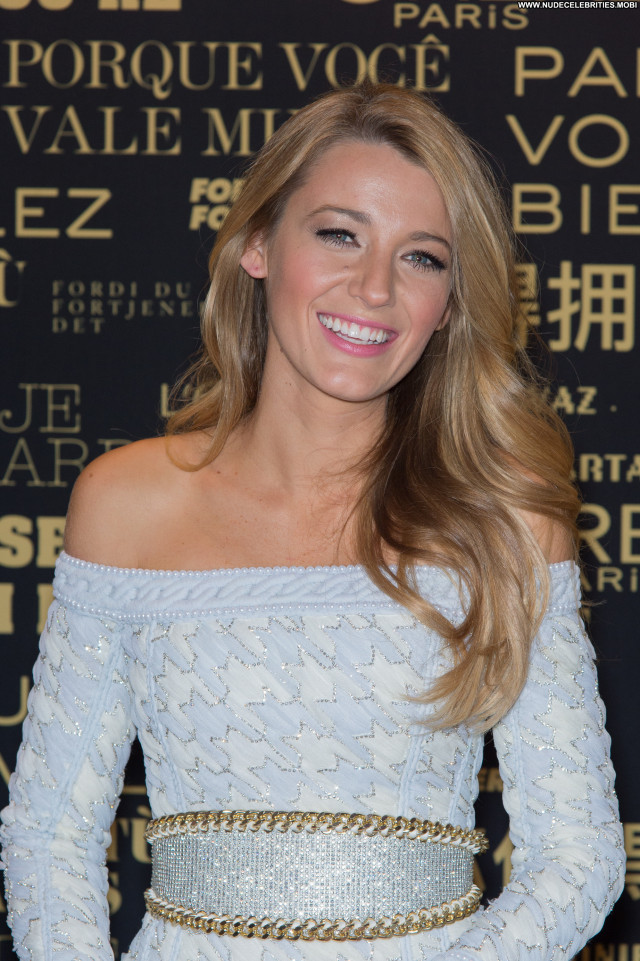 Blake Lively Fashion Show Beautiful Paris Posing Hot Babe Celebrity