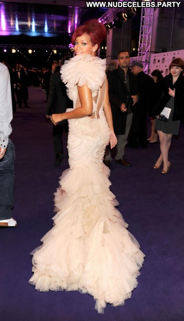 Rihanna Paparazzi Beautiful Babe Posing Hot Europe Awards European