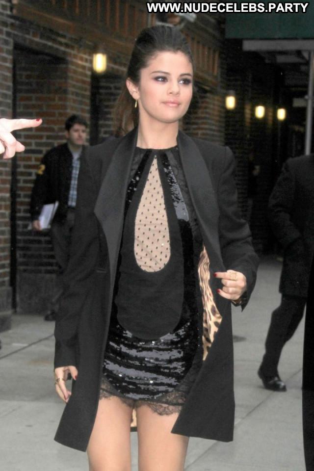 Selena Gomez The Late Show Celebrity Paparazzi Babe Nyc Posing Hot