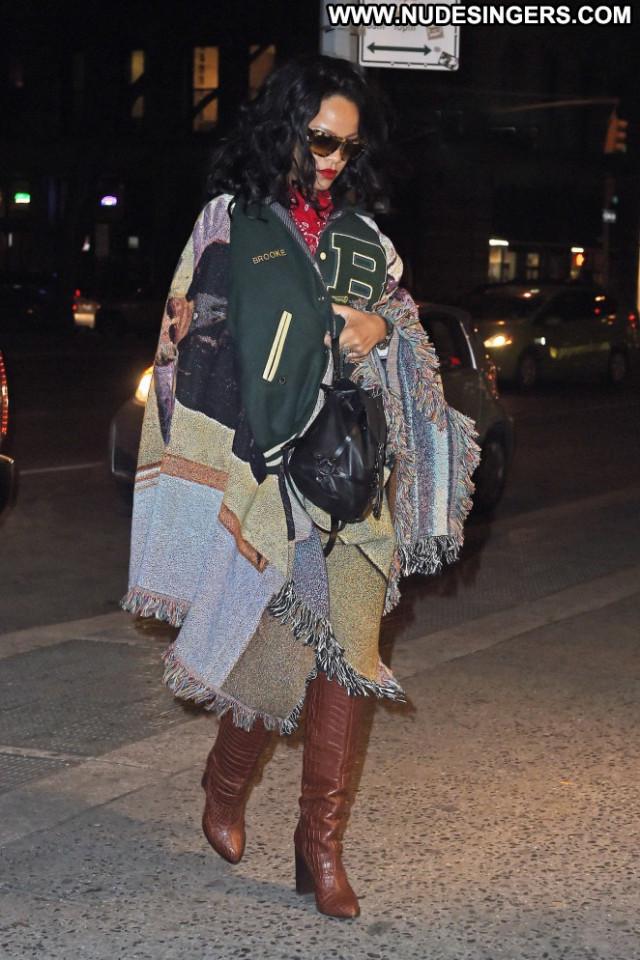 Rihanna New York Posing Hot Celebrity Beautiful Babe New York
