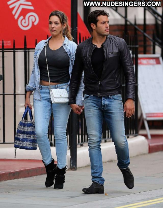 Kelly Brook Paparazzi Babe London Jeans Celebrity Posing Hot