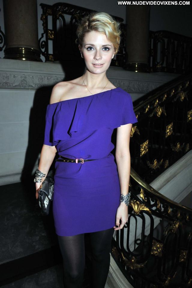 Mischa Barton Fashion Show Bar Paris Beautiful Paparazzi Babe Posing