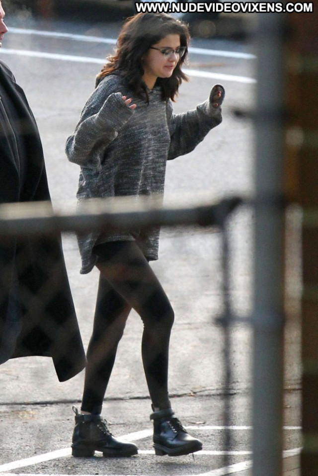 Selena Gomez Celebrity Paparazzi Beautiful Babe Car Posing Hot Female