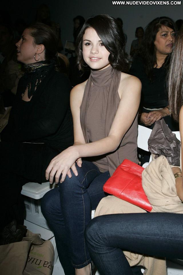 Selena Gomez Fashion Show Paparazzi Babe Fashion Celebrity Beautiful