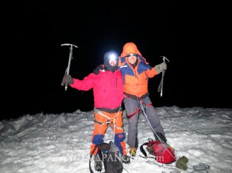 En la cumbre, un frío imposible de aguantar pero felices!