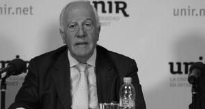 Ivor Roberts, ex presidente del Trinity College (Oxford) ha presentado una ponencia en Madrid sobre el modelo británico de universidades: selección del profesorado, tasas, becas y gobierno. También mantuvo esta conversación al respecto con Nueva Revista.