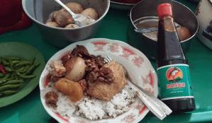 Warung Ijo Bu Padmo : Brongkos Fenomenal Itu Seperti Ini Ternyata