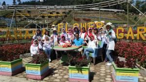 Taman Bunga Kutabawa Purbalingga : Bunganya Cantik, Pengunjungan Baik, Pasarnya Asik!
