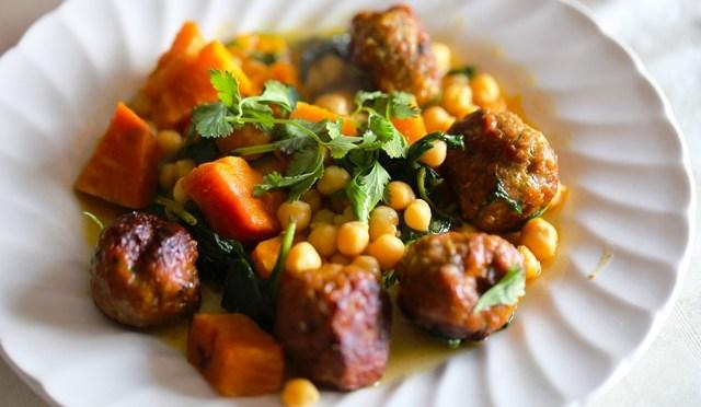 Lamsgehaktballen met zoete aardappelen en kikkererwten