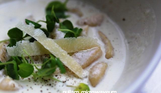 Gnocchi van pastinaak in een pittige mierikswortelsaus