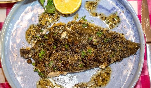 Tarbot met grenobloise saus en gefrituurde kappers
