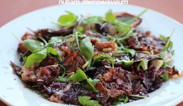 Slaatje van radicchio rosso en pancetta