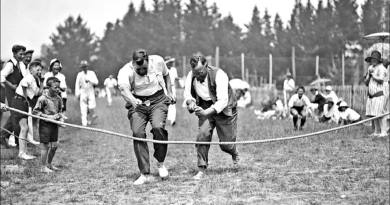Egg and spoon race historic pic