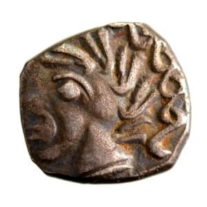 Gaule monnaie à la croix drachme à la tête négroide