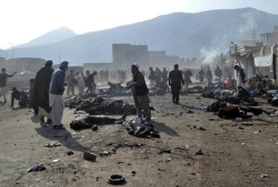 په ۲۰۱۱ کال په کابل کې د شیعه ګانو د مذهبي مراسمو په مینځ کې د چاودنې انځور دی، چې په خواله رسنیو کې د وړمې ورځې برید ته منسوبیږي.