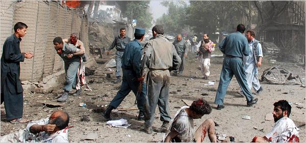دا د ۲۰۰۸ کال انځور دی، چې په کابل کې د هندوستان سفارت ته څېرمه چاودنه شوې وه. دا انځور هم په خواله رسنیو کې د نوموړي برید د ملکي تلفاتو د بیلګې په توګه وړاندې کیږي