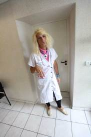 portrait grimace Nunsu fonctionnaire I hôpital de Reims syndicat dans le clip Pôle Emploi du rappeur français Nunsuko