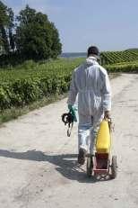 monsanto dos dans les vignes à Eccueil dans le clip Pôle Emploi du rappeur français Nunsuko