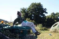 portrait Nunsu paysan écueil vigne tracteur dans le clip Pôle Emploi du rappeur français Nunsuko