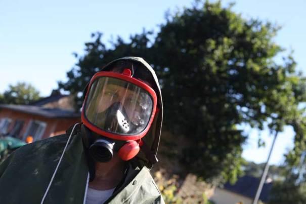 portrait nunsu paysan chimique dans le clip Pôle Emploi du rappeur français Nunsuko