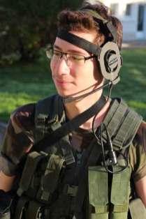 tenue casque militaire clip figurant gamin