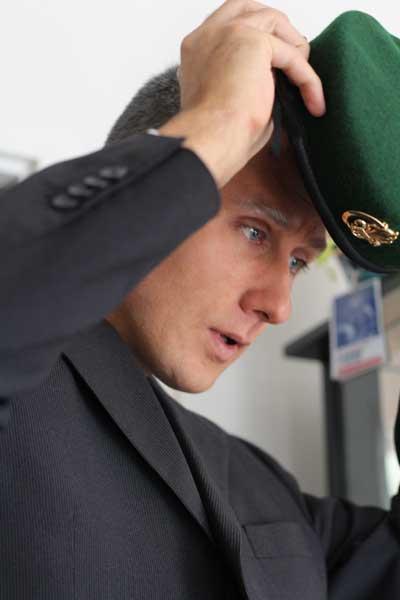 comment beret vert mettre bien droit gauche