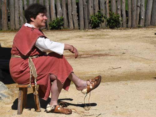 Quelle est la forme des chaussures portées par les Gaulois?