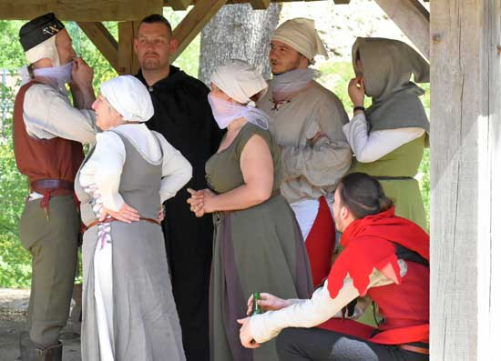 La compagnie des chasseurs de dragons de sedan et ses costumes médiévaux