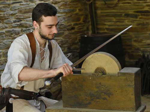 Les techniques ancestrales pour pouvoir aiguiser la lame de son épée et en prendre soin.