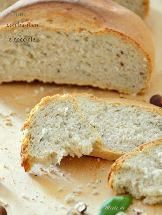 pane con basilico e nocciole