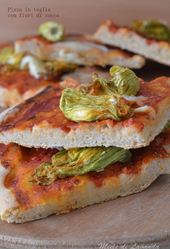 Pizza in teglia con fiori di zucca