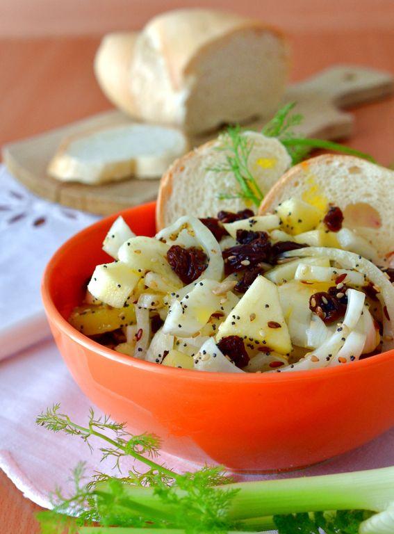 Insalata di frutta con finocchi mela uvetta ed ananas