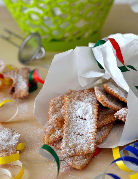 Chiacchiere di carnevale fritte i dolci della tradizione e delle feste
