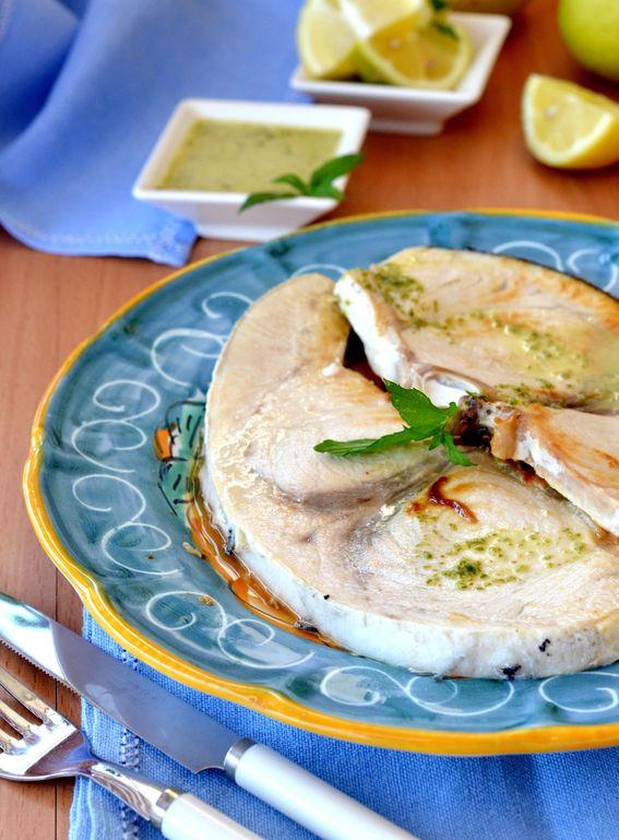 Tranci di pesce spada aromatizzati al limone e rosmarino