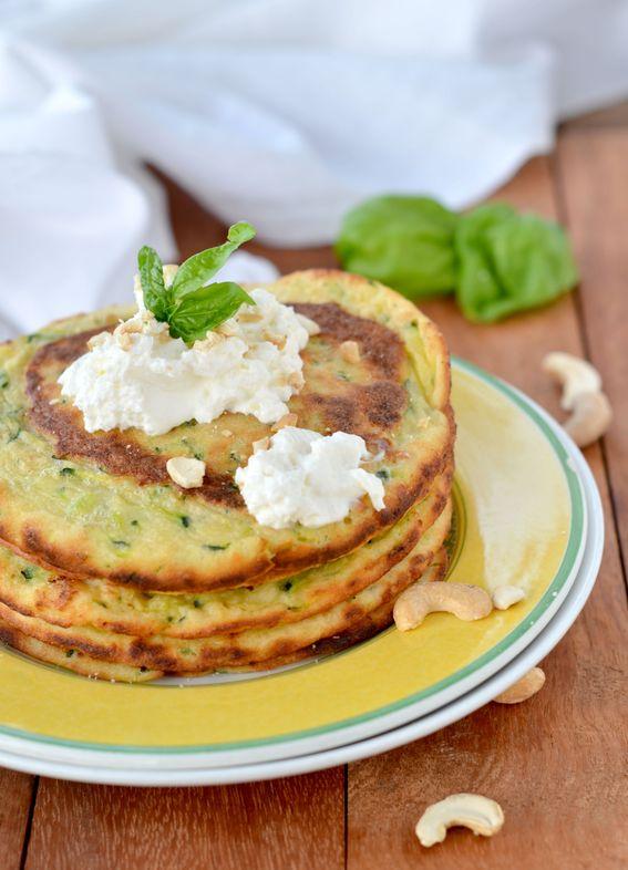 Pancake salati con zucchine ricotta e anacardi