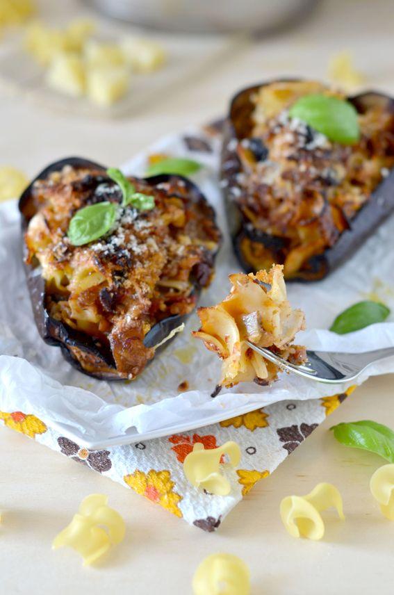 Melanzane ripiene di pasta con funghetti olive e caciocavallo