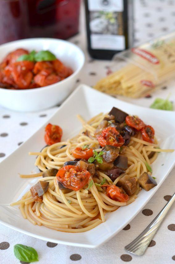 Spaghettoni con melanzana olive nere e pomodorini